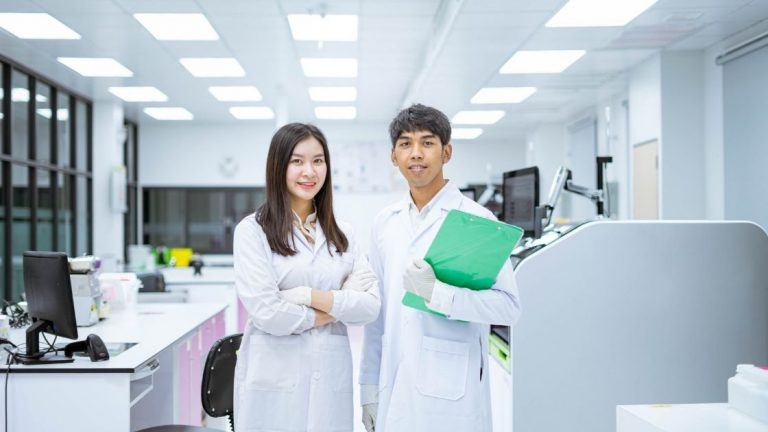 Everything About Lab Coat Types and Styles